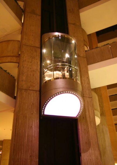 Glass Observation Cab: Hyatt Regency O'Hare