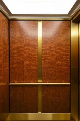 333 North Michigan Avenue | Chicago, IL. © G&R Custom Elevator Cabs, 2352 Station Parkway NW Minneapolis, MN 55304