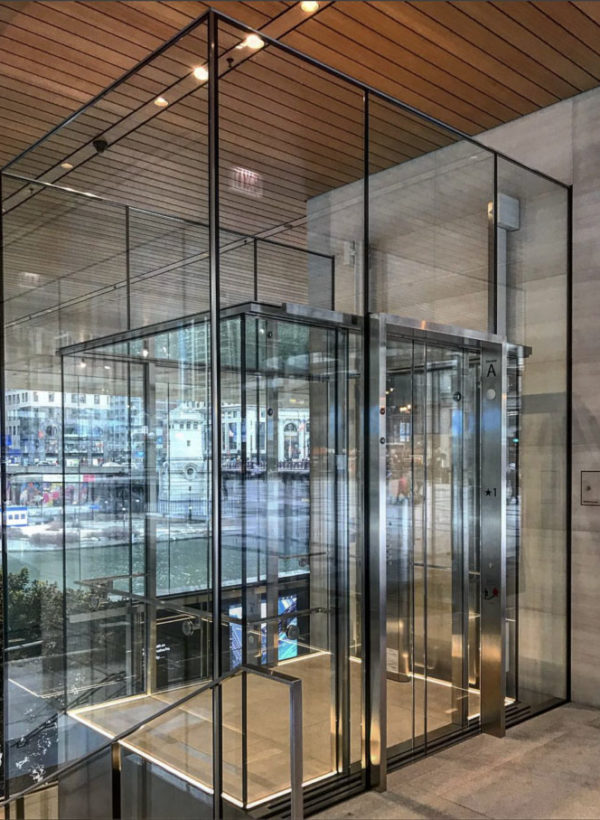 Glass Observation Cabin: Tech Retail